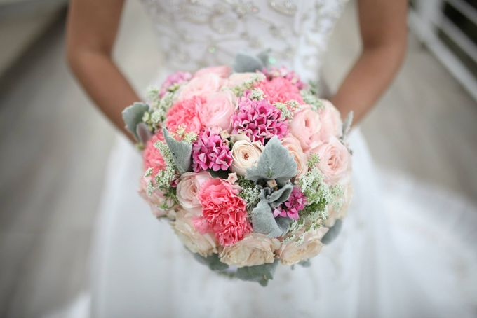 Bridal Bouquets by Natural Art Flowers and Decors - 012