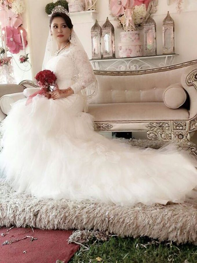 Crown, dress & wedding shoes  by De Carat Blessed Bridal & Wedding Accessories - 003