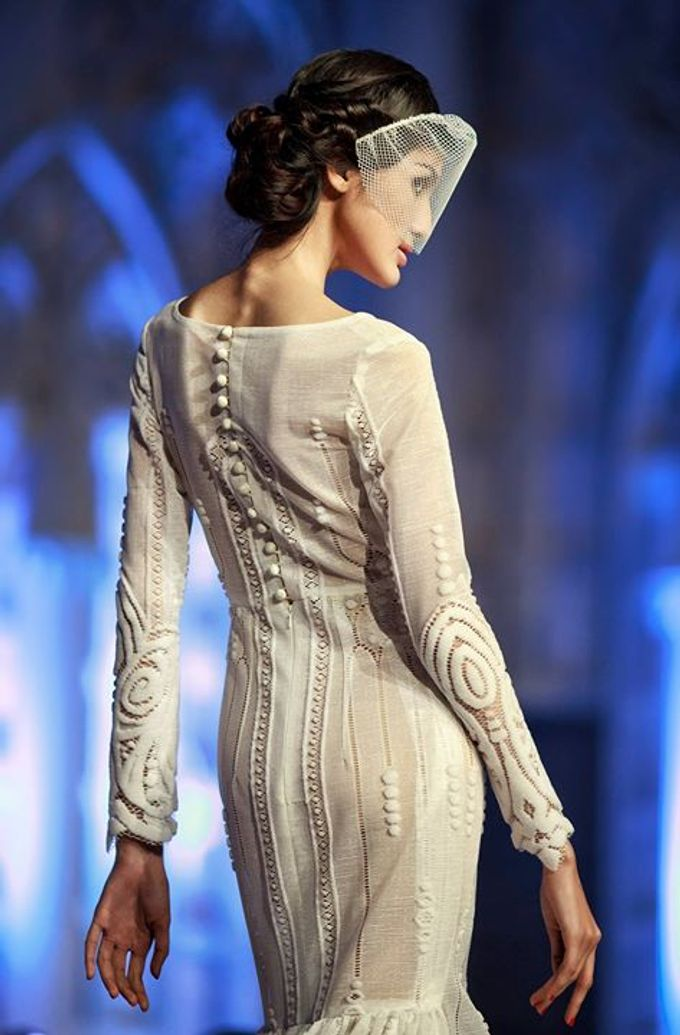 Catalyst from FLESH TO DUST Bridal Spring Summer 2015 - Runway Photo by Bramanta Wijaya Sposa - 012