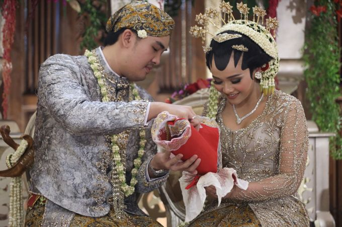 Puri & Lita by One Heart Wedding - 007