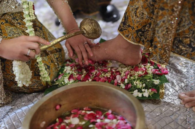 Puri & Lita by One Heart Wedding - 003