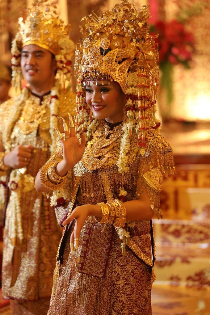 Puri & Lita by One Heart Wedding - 005