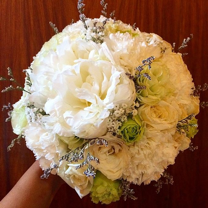 Bouquets  by Weddings by TV - 012
