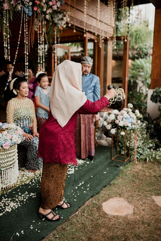 JAVANESE TRADITIONAL TINGKEBAN by Bali Izatta Wedding Planner & Wedding Florist Decorator - 008