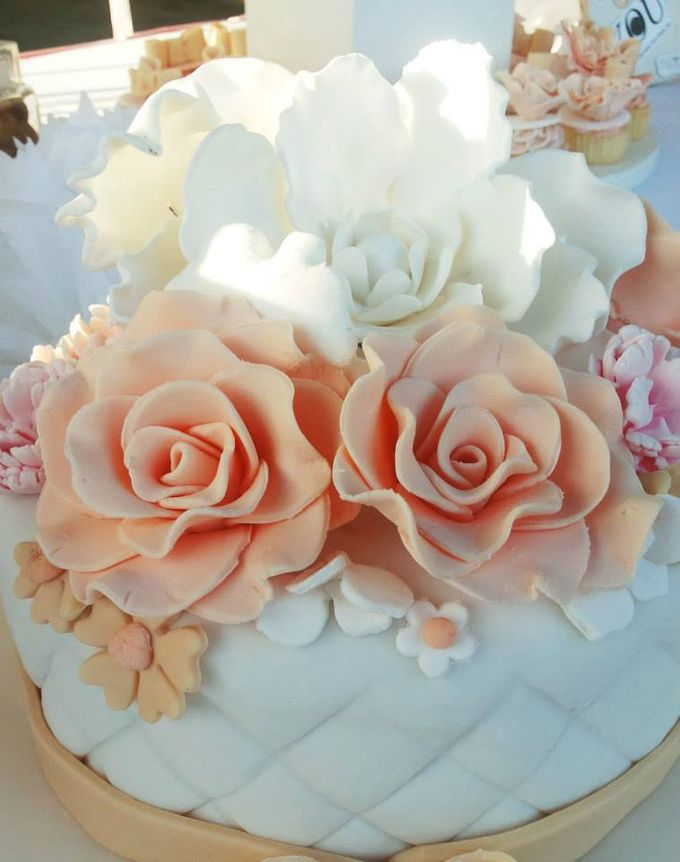 Wedding Cakes by The Cupcake Theory - 011