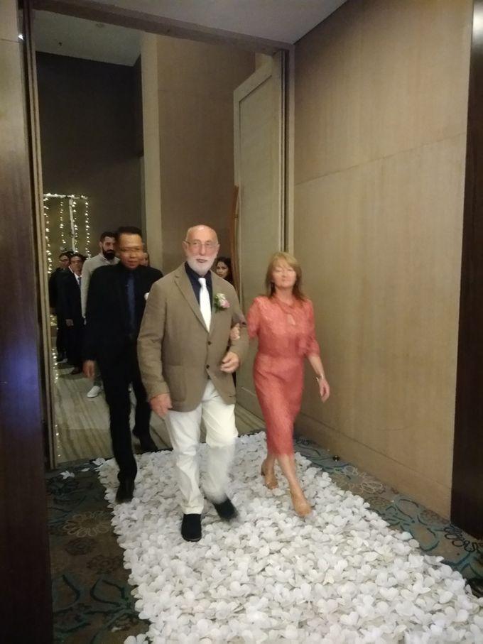 Andrea & Fransisca Wedding by deVOWed Wedding & Event Planner - 011