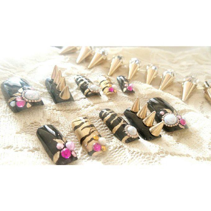 custom wedding nails by Veeana Nails - 007
