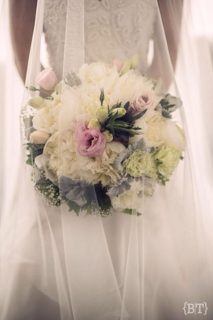 Bridal Bouquets by Natural Art Flowers and Decors - 013