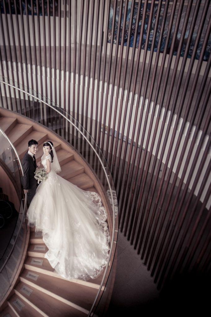Pre-wedding shoot by the marina by ONE°15 Marina Sentosa Cove, Singapore - 007