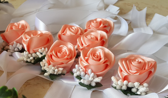 wrist corsages for bridesmaid and close relatives by Letizia Wedding - 007