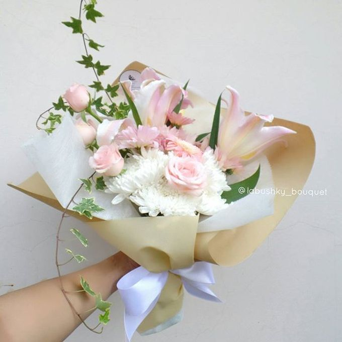 Hand Bouquet for Special Occasion by LABUSHKY Bouquet - 017