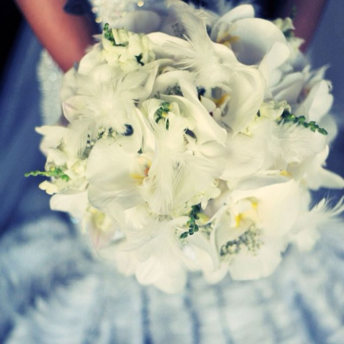 Bouquets  by Weddings by TV - 001