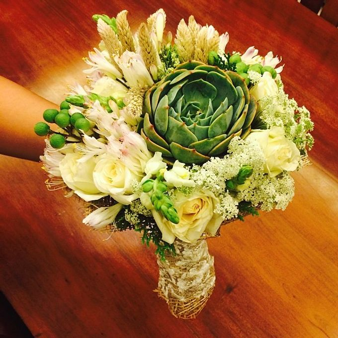 Bouquets  by Weddings by TV - 003