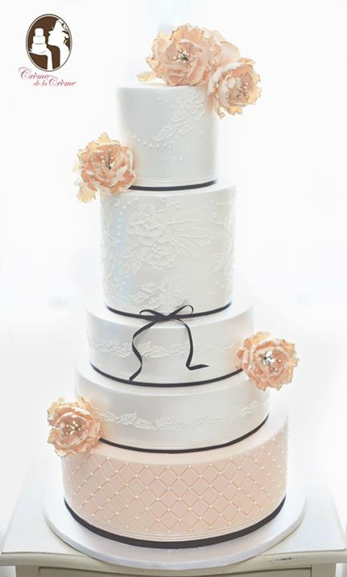 The Wedding Cake of Tomy & Yusiana by Creme de la Creme Bali - 001