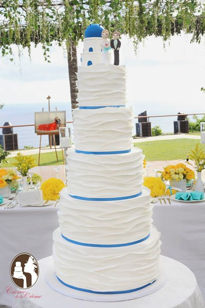 Santorini Inspired Wedding cake by Creme de la Creme Bali - 002