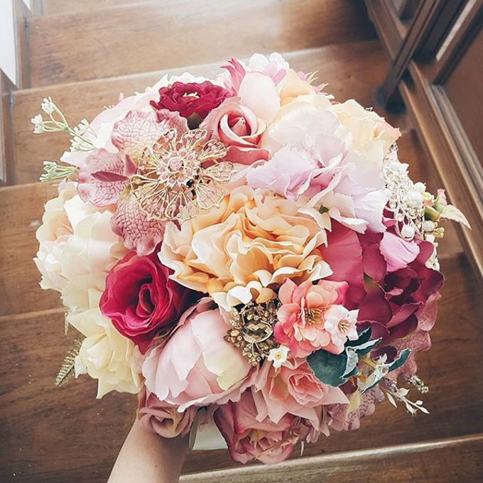 Luxurious Bouquet by LUX floral design - 032
