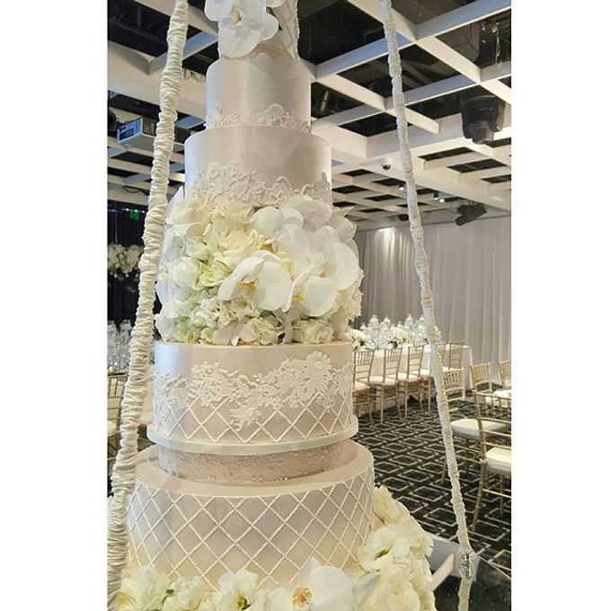 Wedding by Chandeliers To Die For - 001