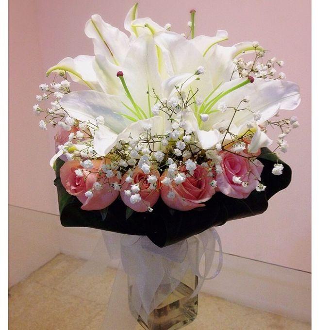 Fresh flower wedding bouquet by Ste Florist | Bridestory.com