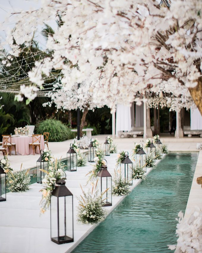 Elegant Vintage Coral Peach Palette for Willy and Luphyta Wedding at Plenilunio Villa Uluwatu by Bali Wedding Atelier - 022