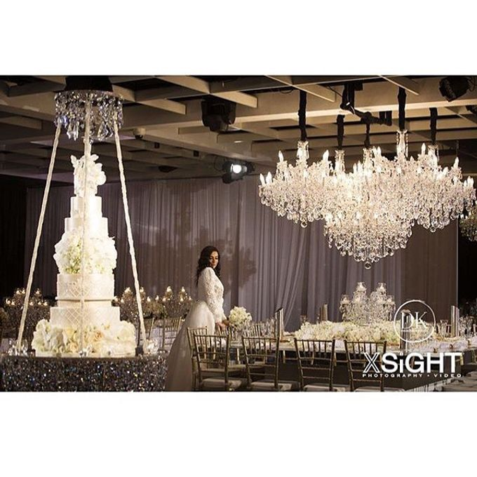 Wedding by Chandeliers To Die For - 003