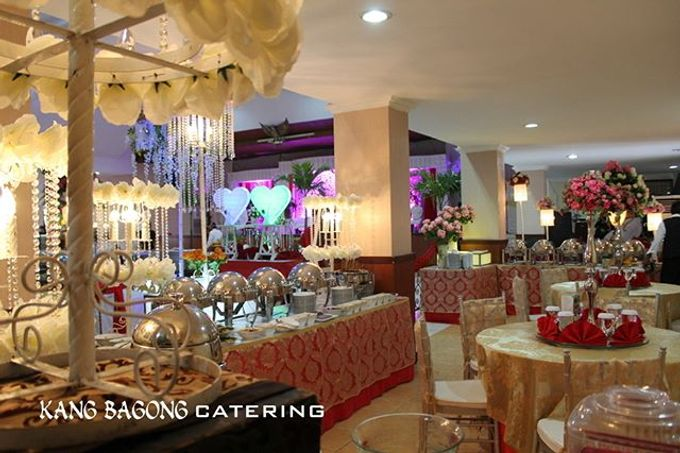 Gold Table Setting By Kang Bagong Catering Bridestorycom - Catering table setting