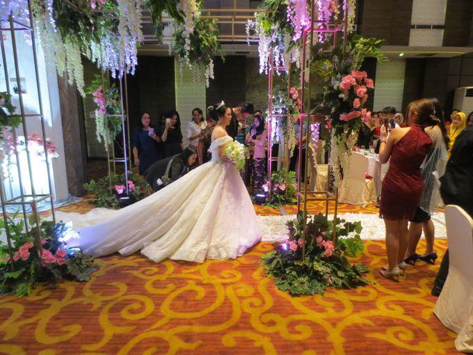 Adri & Teresia Wedding by deVOWed Wedding & Event Planner - 012
