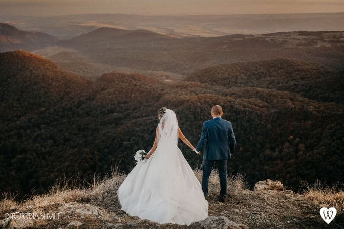 Stunning couple in the very close to the sky by oneweddingstory - 002