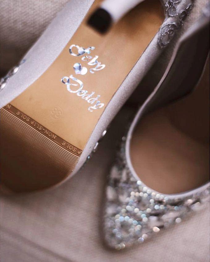 Vintage wedding with Cinderella Shoes by SLIGHTshop.com - 002