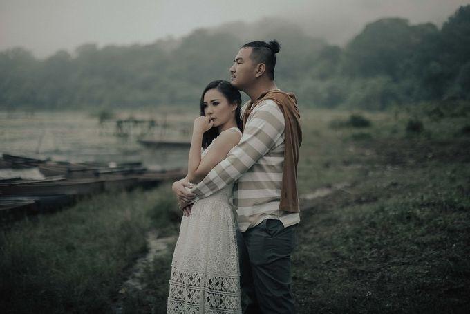PRE - WEDDING EDWIN & YOMEDIKA BY RIO YAPARI by All Seasons Photo - 009