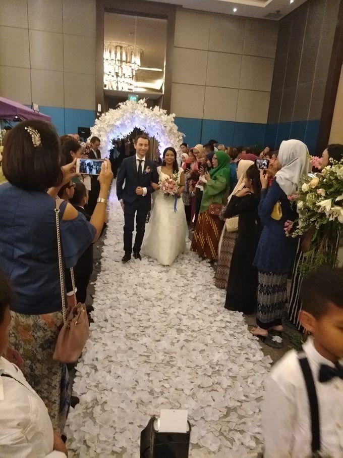 Andrea & Fransisca Wedding by deVOWed Wedding & Event Planner - 012