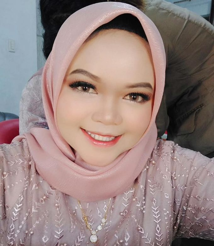 Graduation Makeup by KIN NUMBER BEAUTY LOUNGE & STUDIO - 001