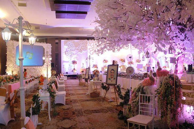 Wedding of dieng ove by harris hotel convention center malang add to board wedding of dieng ove by harris hotel convention center malang 003 junglespirit Images
