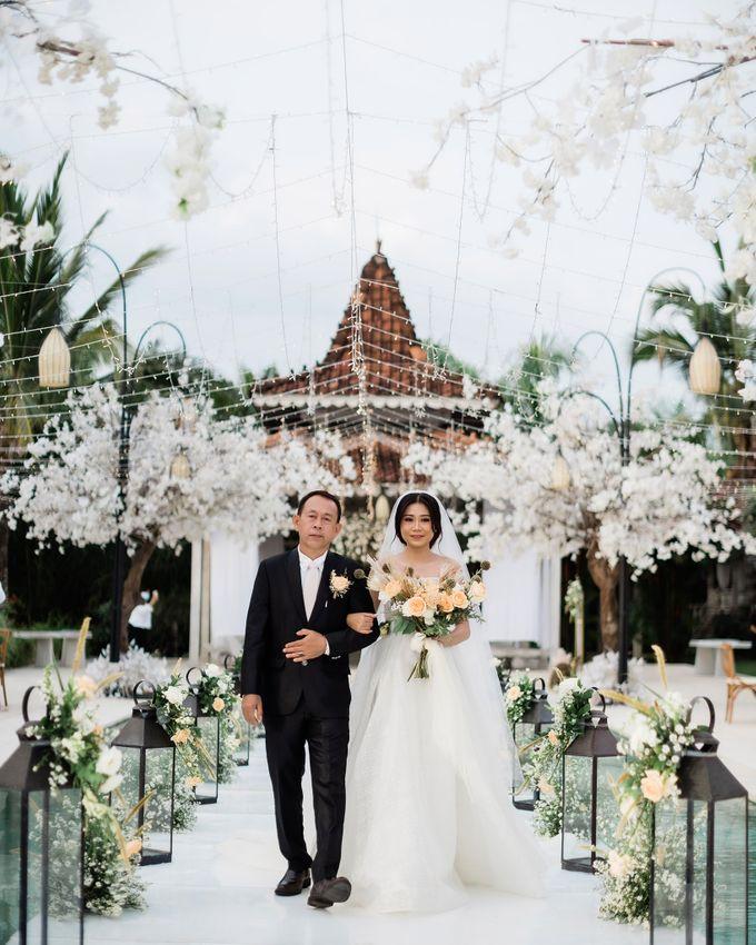 Elegant Vintage Coral Peach Palette for Willy and Luphyta Wedding at Plenilunio Villa Uluwatu by Bali Wedding Atelier - 023