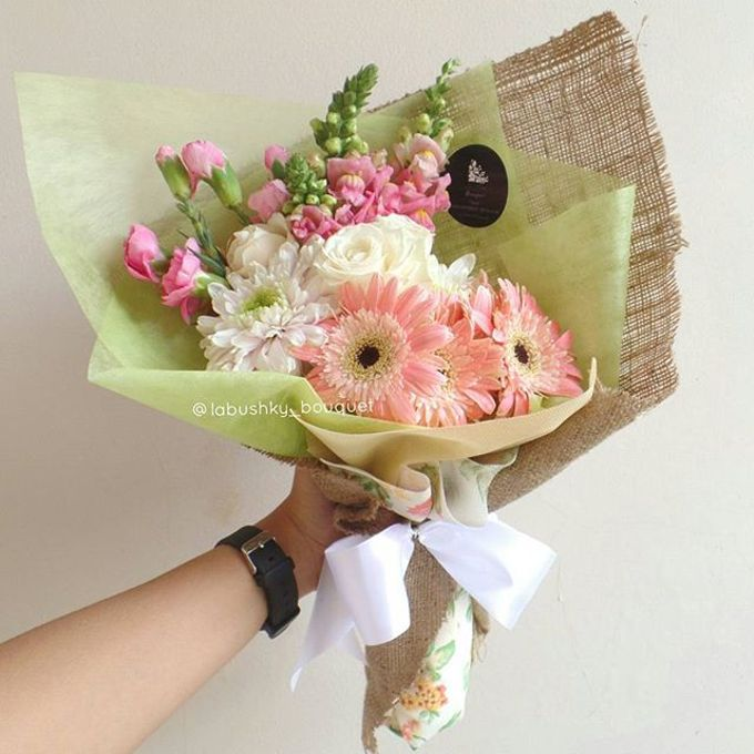 Hand Bouquet for Special Occasion by LABUSHKY Bouquet - 019