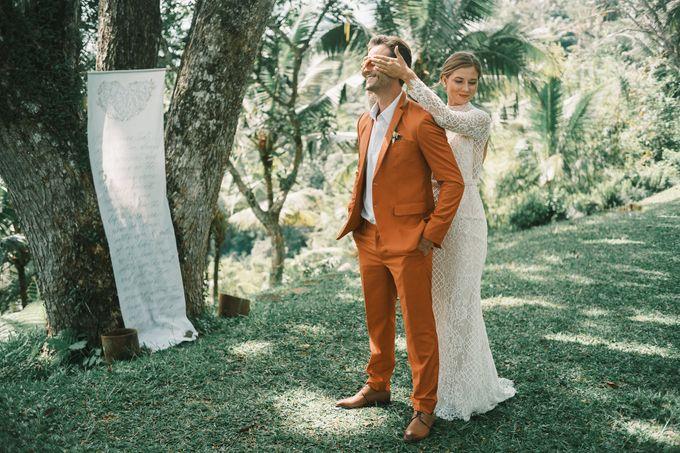 Pernikahan dengan tema ramah lingkungan, dengan keluarga dan teman dekat ditambah dengan dekorasi yang selaras dengan alam membuat pernikahan ini spec by AVAVI BALI WEDDINGS - 044