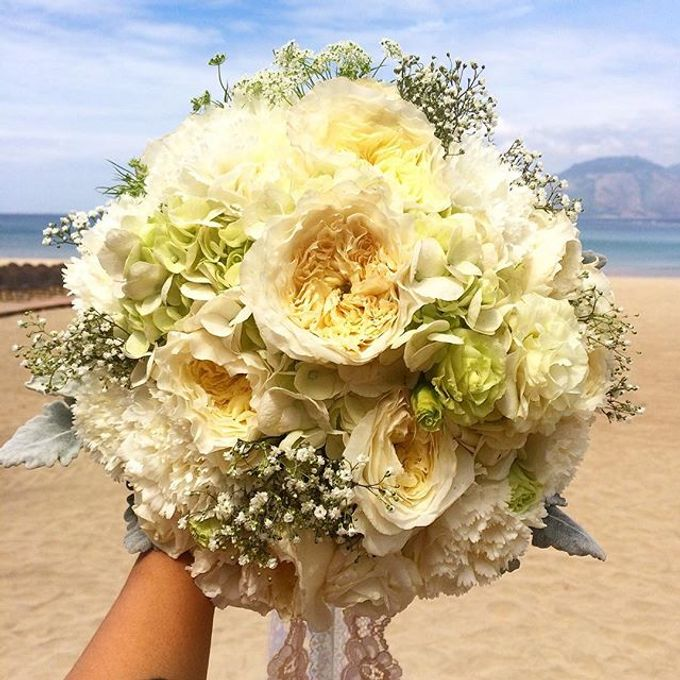 Bouquets  by Weddings by TV - 022