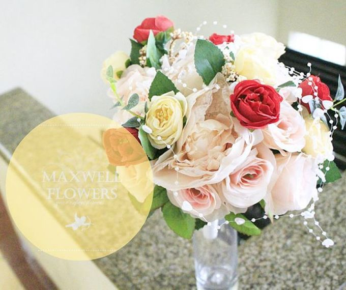 Hand Bouquet by Maxwell Flowers - 004