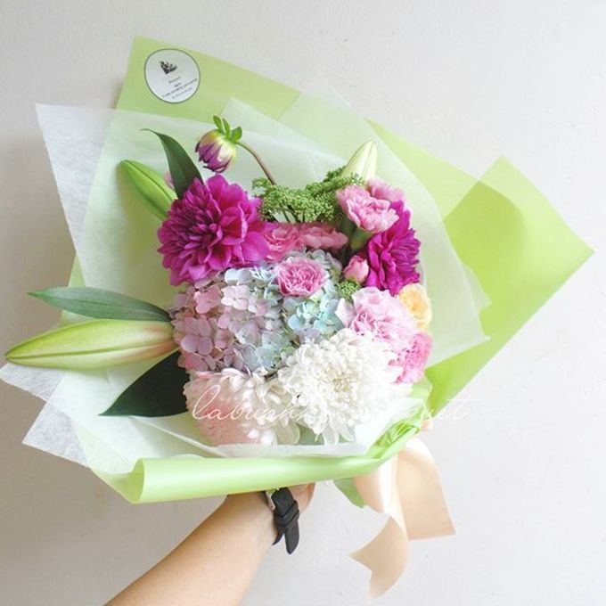 Hand Bouquet for Special Occasion by LABUSHKY Bouquet - 001