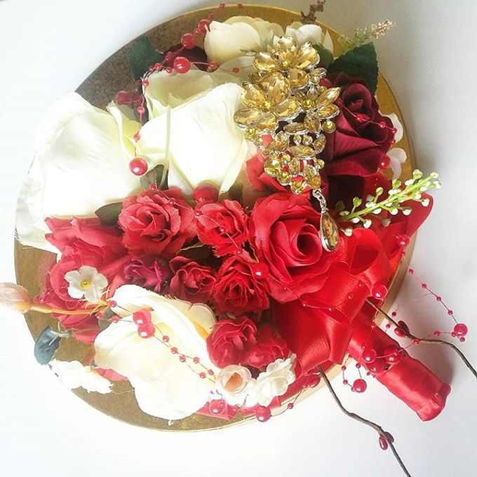 Hand Bouquet by Maxwell Flowers - 002