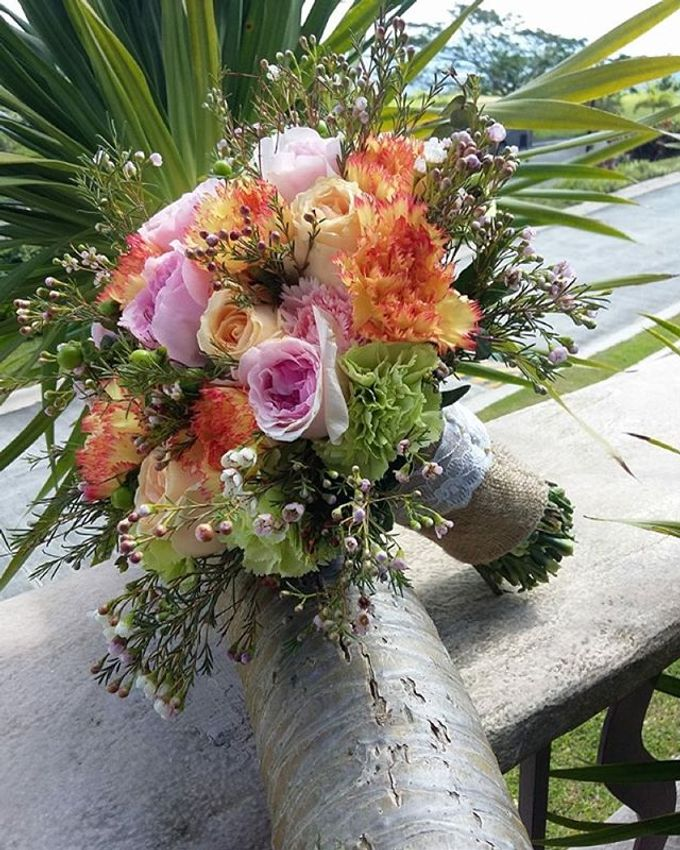 Bouquets  by Weddings by TV - 021