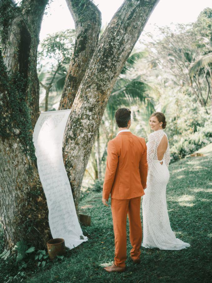 Pernikahan dengan tema ramah lingkungan, dengan keluarga dan teman dekat ditambah dengan dekorasi yang selaras dengan alam membuat pernikahan ini spec by AVAVI BALI WEDDINGS - 043