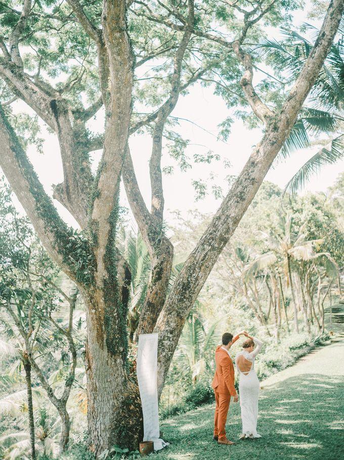 Pernikahan dengan tema ramah lingkungan, dengan keluarga dan teman dekat ditambah dengan dekorasi yang selaras dengan alam membuat pernikahan ini spec by AVAVI BALI WEDDINGS - 042