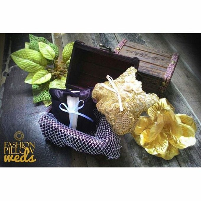 Custom Wedding Ring Pillow Box by Fashion Pillow Weds - 002