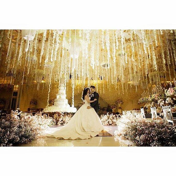 Grand Ballroom Wedding by Shangri-La Hotel, Surabaya - 011