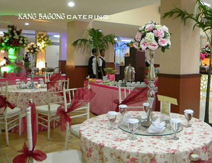 pink table setting by Kang Bagong Catering | Bridestory.com