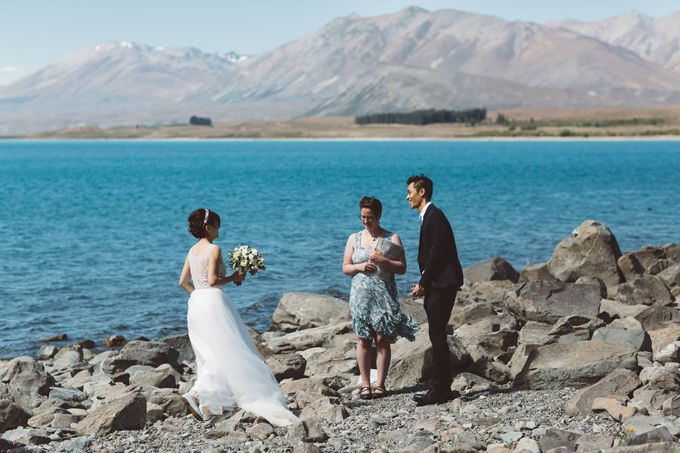 Intimate Wedding at Lake Tekapo by Light Up Weddings - 007