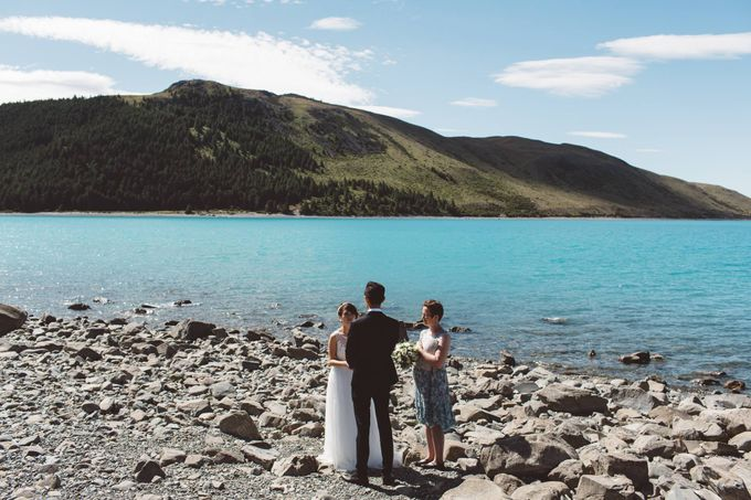 Intimate Wedding at Lake Tekapo by Light Up Weddings - 008