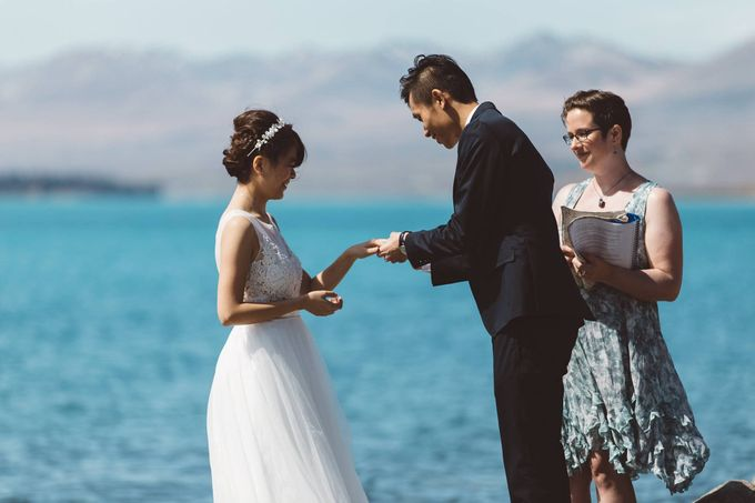 Intimate Wedding at Lake Tekapo by Light Up Weddings - 010