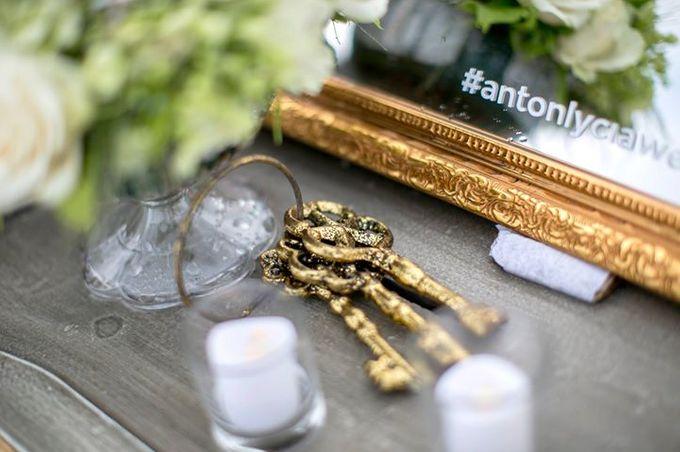 White Green and Gold Elegant Wedding at Latitude Villa by Flora Botanica Designs - 014