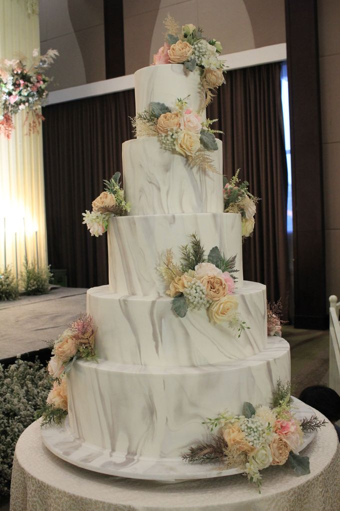 MC Wedding Santika Premier Hayam Wuruk - Anthony Stevven by ENST Couture - 001